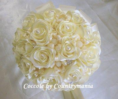 Bouquet Sposa Con Perle.Bouquet Di Rose Di Raso Con Perle E Strass Feste Matrimonio