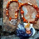 Collana Sirena  fatta a mano in fimo su conchiglia con cubetti madreperla aranciati