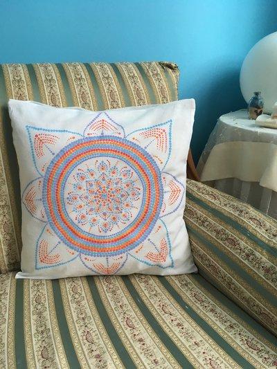 Federa cuscino di cotone dipinta a mano con mandala