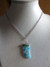 Collana argentata con ciondolo dente azzurro floreale
