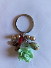 Portachiavi multicolore perle e ciondoli