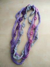 collana a uncinetto in lana viola grigio rosa - collana fatta a mano a maglia - boho - gioiello multifilo