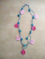 collana a uncinetto con fiori e perline multifili - collana fatta a mano rosa fucsia verde - gioiello boho primavera stile romantico