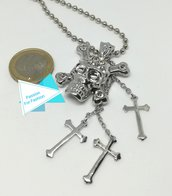 Collana color argento con teschio e croci
