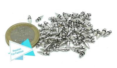 20 gr di piccoli charms a forma di punta di piercing