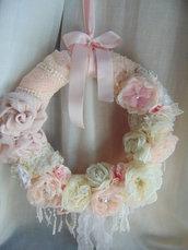 Ghirlanda shabby con peonie e rose tessuto e perle