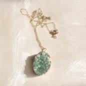 Collana con drusa di cristallo naturale color verde smeraldo - Collana druzy - Gioielli con pietre dure - Cristallo di rocca - Collana pendente verde - Idea regalo - Oggetti unici