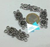 Connettore a due fili doppio fiore, argento tibetano