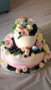 Caketopper rose,macarons e mirtilli