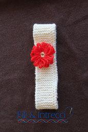 fascia per capelli di lana lavorata a maglia con fiore rosso e dorato