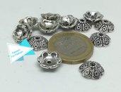 12 cappe decorate in rilievo per perle, argento tibetano