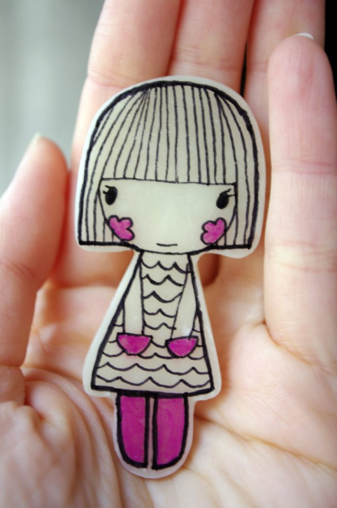 Broche ilustrado Nena Rosa