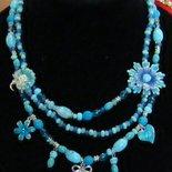 collana girocollo con perle azzure e charms