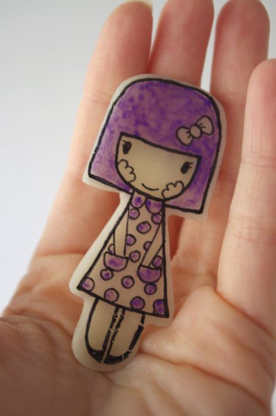 Broche ilustrado Nena Violeta