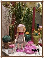 Bambolina artigianale con vestitino intercambiabile