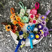 segnalibro con elastico, composizione di fiori di feltro