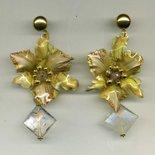 Orecchini pendenti con orchidea gialla in sospeso trasparente