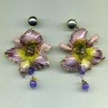 Orecchini pendenti con orchidea color glicine in sospeso trasparente