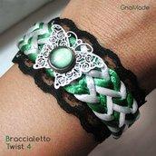 BRACCIALETTO TWIST 4 - con cordini intrecciati bianco verde, pizzo nero e cabochon verde su farfalla