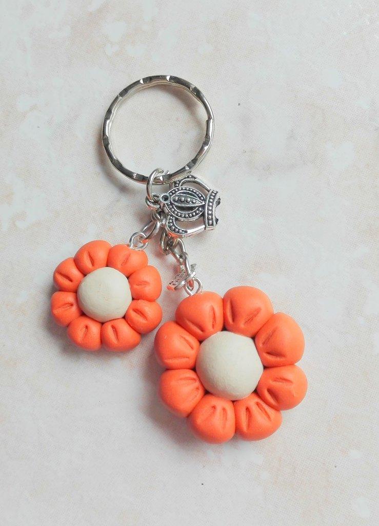 Portachiavi fiore arancio con charm corona