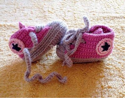 Scarpine simil all star bimba realizzate a uncinetto con lana baby pura al 100%