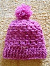 Cappellino bimba con pon pon realizzato a uncinetto con lana baby pura al 100%