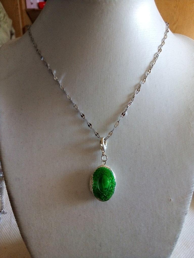 43e0e655d1 Collana con ciondolo portafoto verde - Gioielli - Ciondoli - di Sil ...