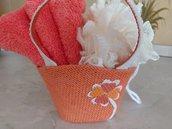Graziosa borsetta da bambina in tela rigida color arancio con spugna e asciugamano in tinta