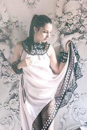 Cartamodello in taglia standard abito a trapezio con scollo americano
