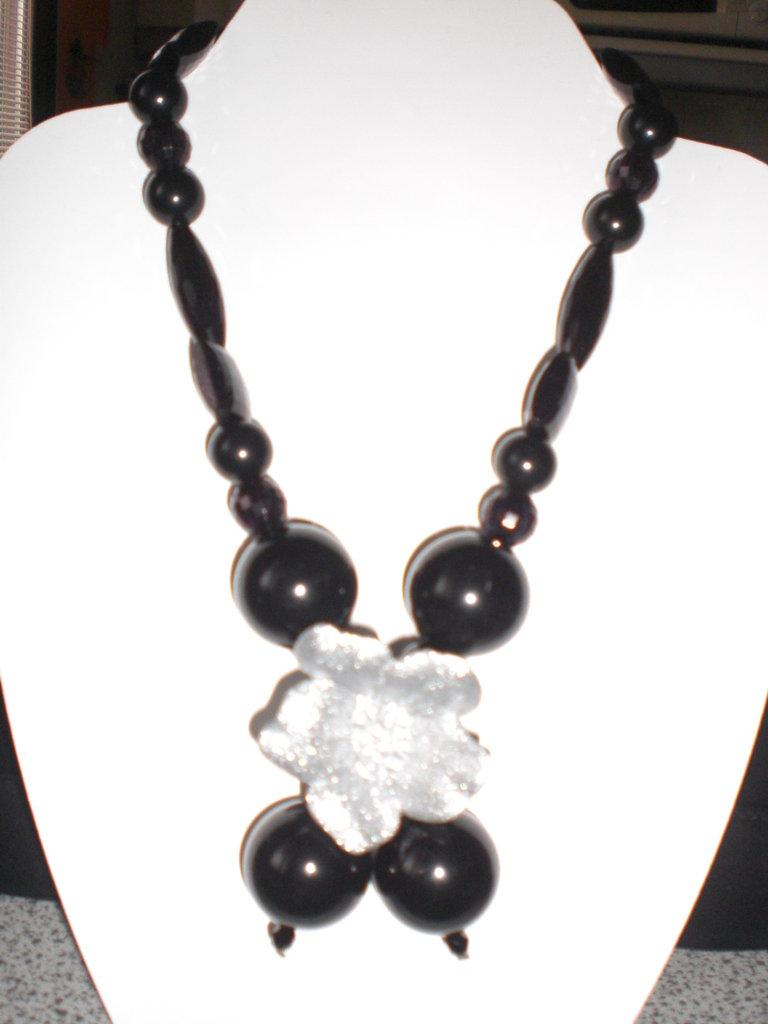 collana nera