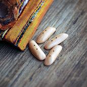 Bottone tipo alamaro in legno di faggio