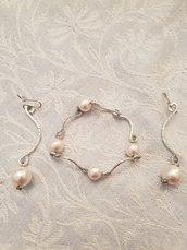 Orecchini in alluminio battuto e perle in cotone