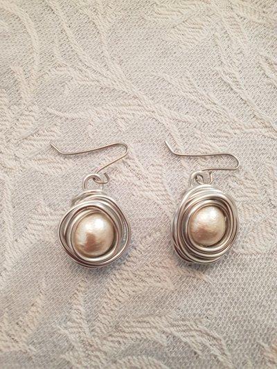 Orecchini in alluminio e perle in cotone