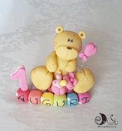 Cake topper primo compleanno Orsetto per bimba su cubi auguri arcobaleno