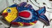 Pesce di ceramica con incisioni e elementi in rilievo colori molto vivaci, svuota tasche o poggia mestolo