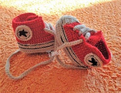 Scarpine simil all star bimbi realizzate a uncinetto con lana baby pura al 100%