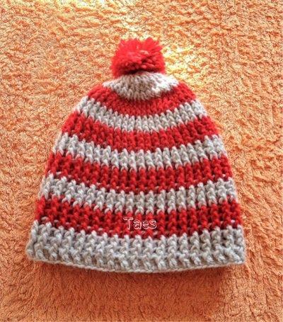 Cappellino bimbi con pon pon realizzato a uncinetto con lana baby pura al 100%