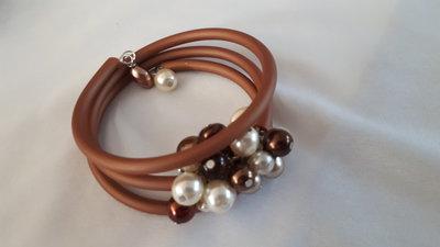 Bracciale filo armonico con perle di majorca crema e rame