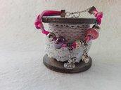Bracciali in alcantara, perle in ceramica e charms