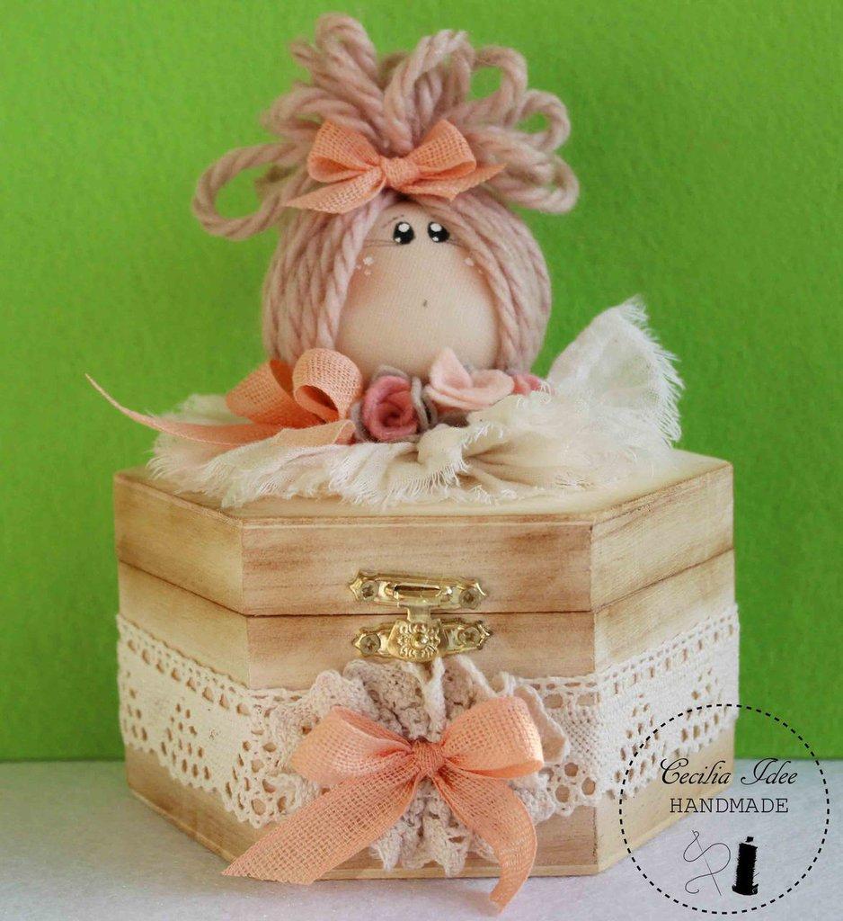scatola in legno decorata