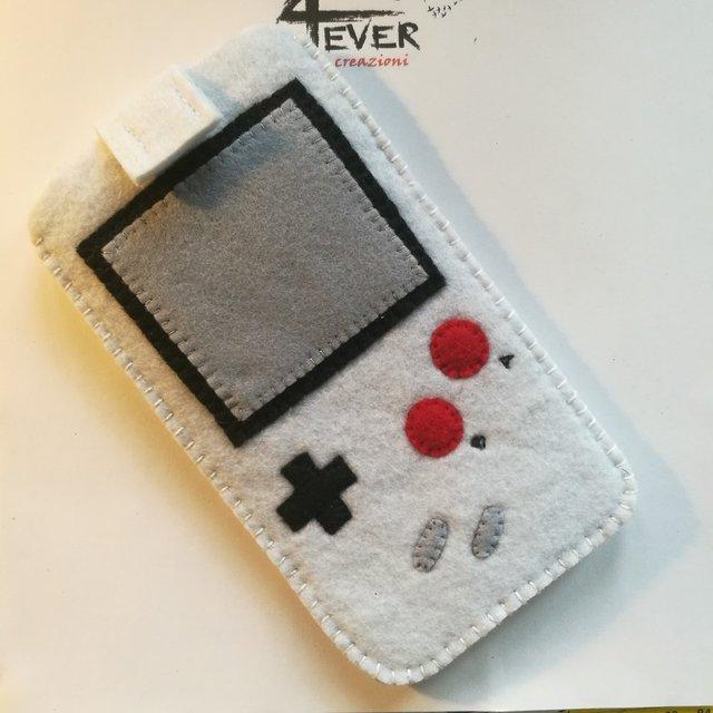 Cover portacellulare retrò Game Boy