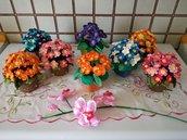 Vasetto con fiorellini vari ad uncinetto