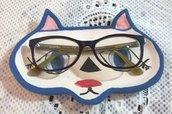 musetto di gatto porta occhiali di ceramica manufatto con 2 occhi, naso e bocca colorati e profilo blu