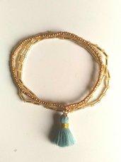 Bracciale conposto di 3 braccialettini elastici con rocailles ambrati e nappa
