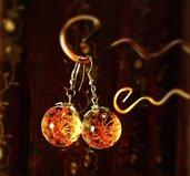 Orecchini a sfera con fiori secchi reali rossi Queen Ann's lace