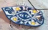 Brucia incenso di ceramica forma ovale allungato, manufatto con decoro blu con occhio centrale