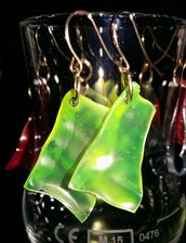 orecchini in plastica