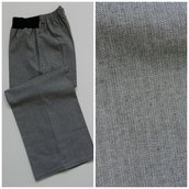 Pantalone dritto in lana/cotone, con elastico; fatto a mano.