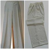 Pantalone dritto in pura lana, con elastico; fatto a mano.