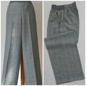 Pantalone dritto in lino/lana, con elastico; fatto a mano.